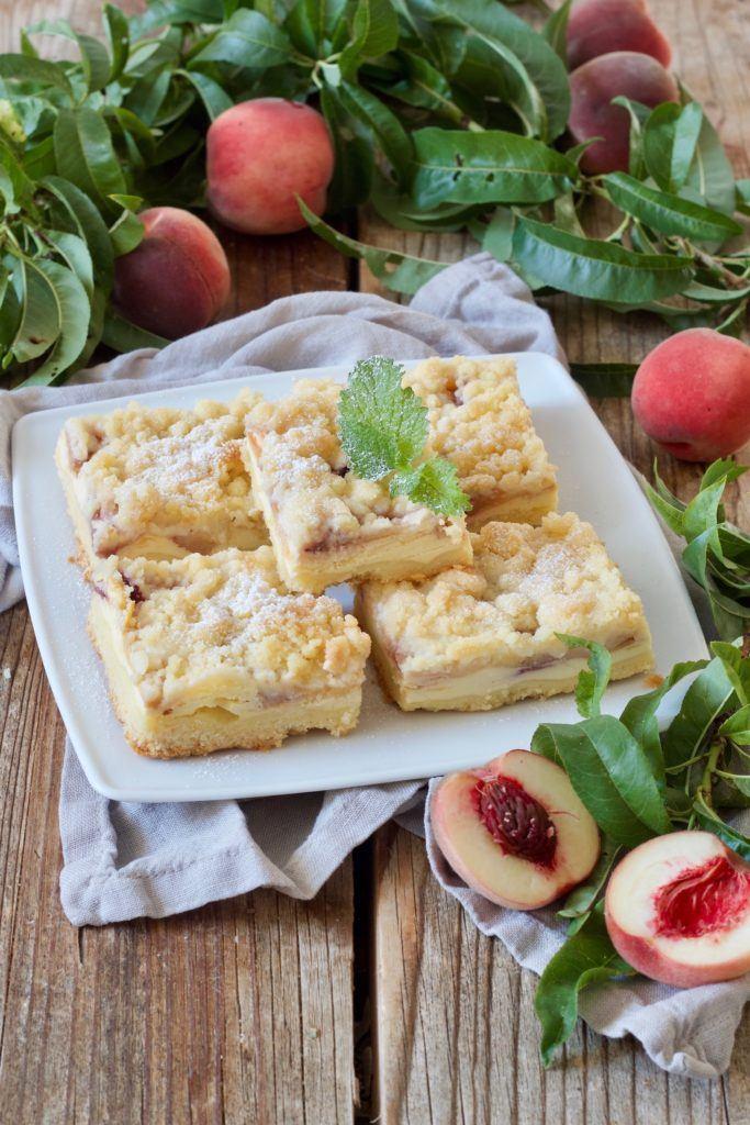 Pfirsichkuchen aus Rührteig vom Blech mit Streusel von Sweets & Lifestyle®