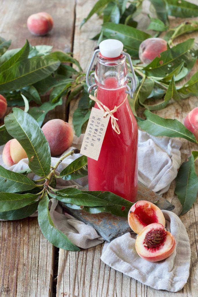 Pfirsichsirup aus Weingartenpfirsichen nach einem Rezept von Sweets & Lifestyle®