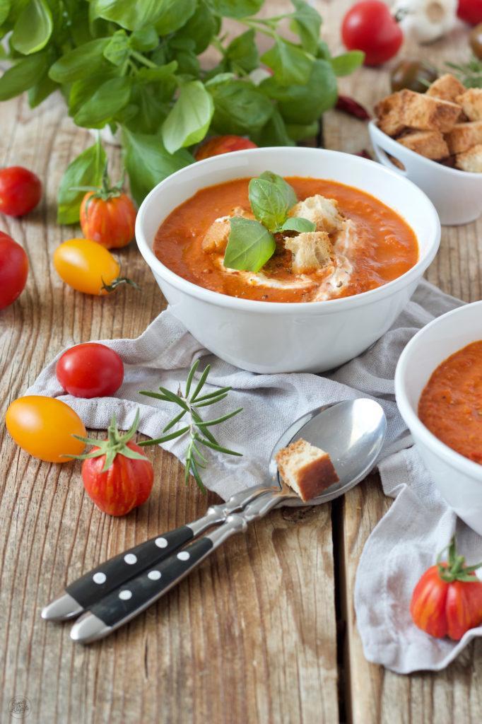 Schnelles Rezept für eine Paradeisersuppe aus frischen Paradeisern aus dem Garten von Sweets & Lifestyle®