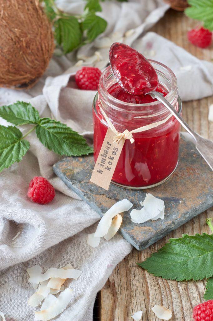 Selbst gemachte Himbeer-Kokos-Marmelade nach einem Rezept von Sweets & Lifestyle®