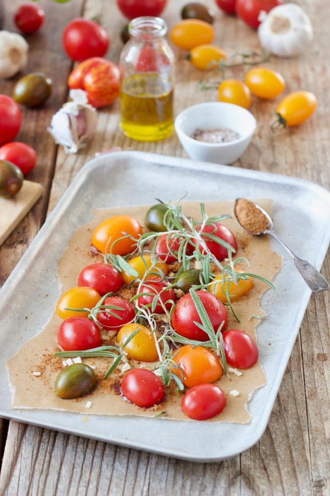 Tomaten im Ofen karamellisieren ist super einfach und sorgt für eine Geschmacksexplosion