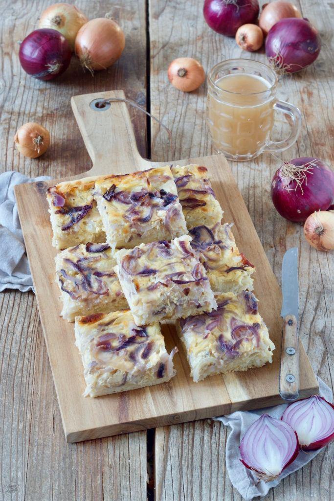 Vegetarischer Zwiebelkuchen vom Blech nach einem Rezept von Sweets & Lifestyle®