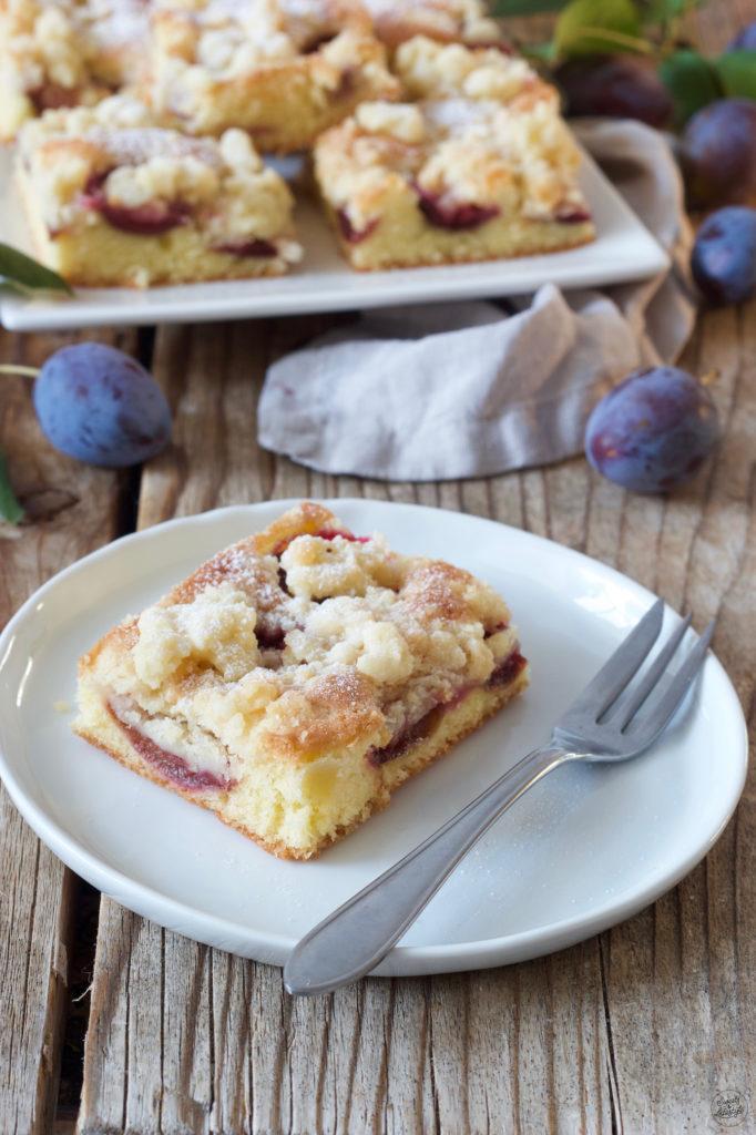 Zwetschgen Streuselkuchen vom Blech aus Rührteig nach einem Rezept von Sweets & Lifestyle®