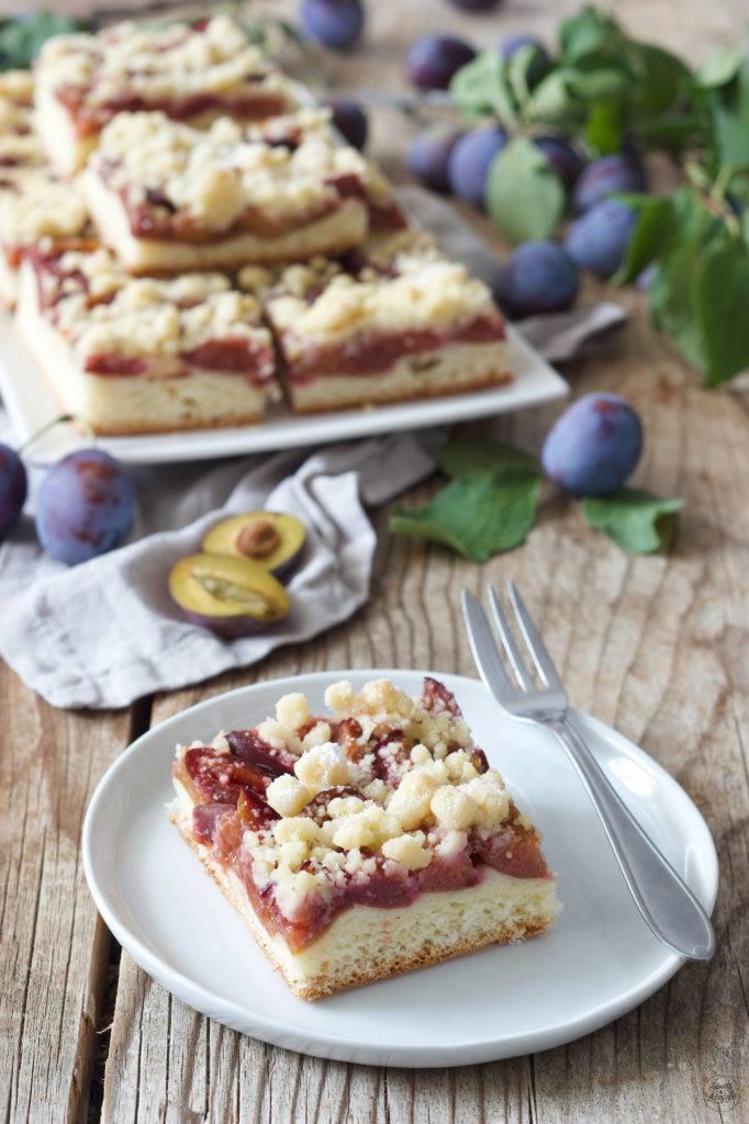 Zwetschgenkuchen mit Germteig auch Zwetschkenfleck genannt nach einem Rezept von Sweets & Lifestyle®