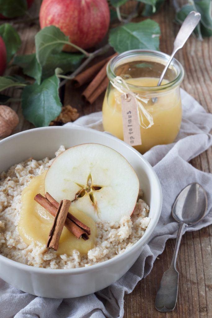 Apfelmus Porridge Rezept mit Walnüssen und Zimt von Sweets & Lifestyle®