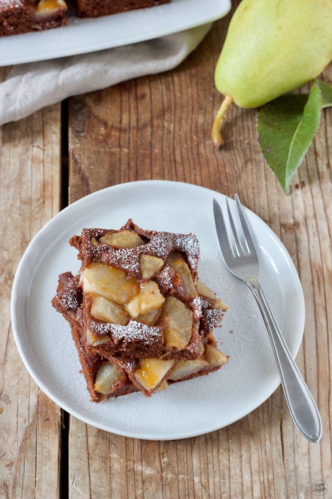 Saftiger Birnenkuchen aus Rührteig nach einem Rezept von Sweets & Lifestyle®