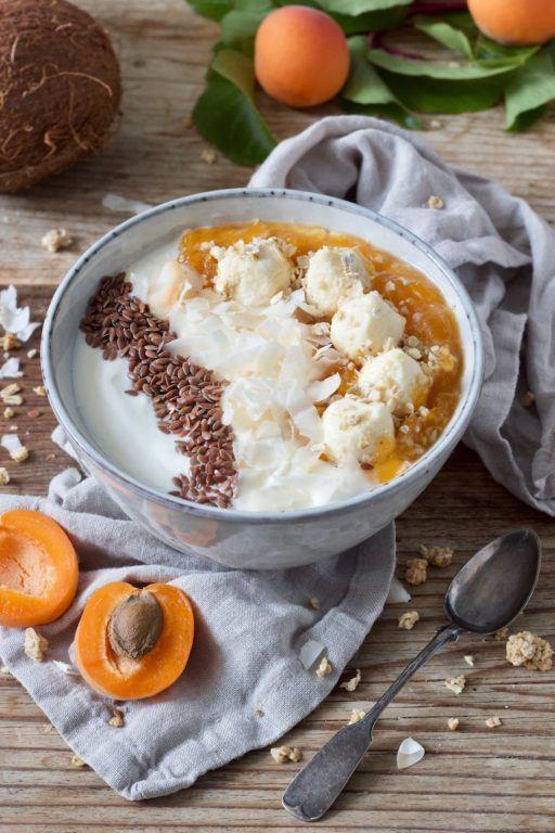 Frühstücks Bowl mit Haferflocken und Marillen von Sweets & Lifestyle®
