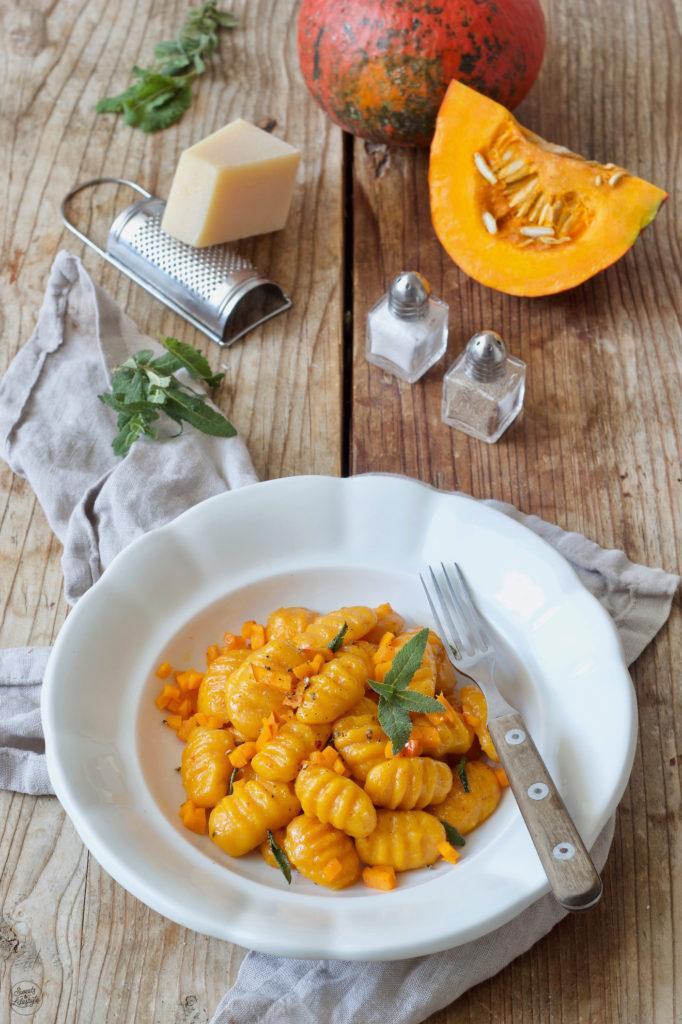 Selbst gemachte Kürbis Gnocchi in Salbeibutter geschwenkt nach einem Rezept von Sweets & Lifestyle®
