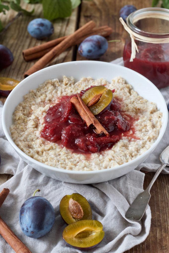 Porridge mit Zwetschkenröster und Zimt nach einem Rezept von Sweets & Lifestyle®