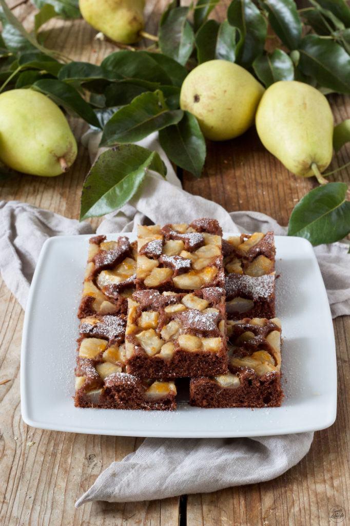 Leckerer Schoko-Birnen-Kuchen vom Blech nach einem Rezept von Sweets & Lifestyle®
