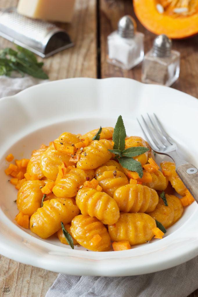 Selbst gemachte Kürbis Gnocchi mit Salbeibutter nach einem Rezept von Sweets & Lifestyle®