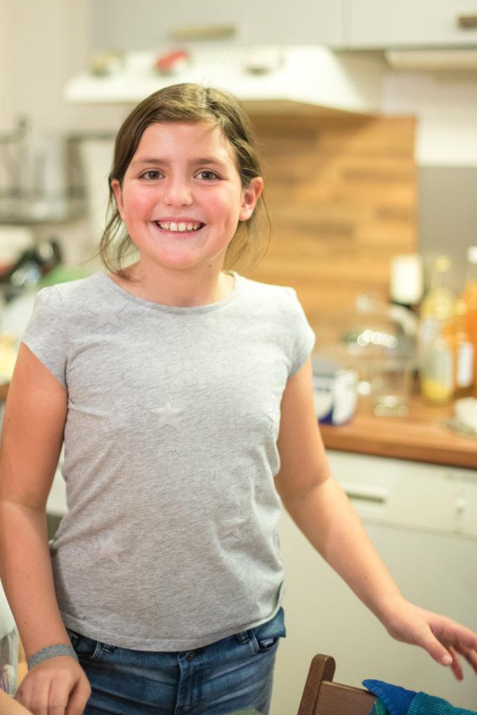 begeisterte Teilnehmerin beim Halloween Back-Workshop für Kinder von Sweets & Lifestyle®