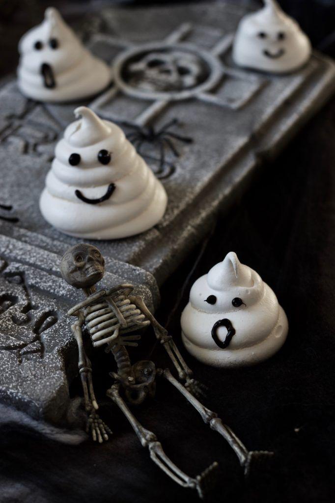 Baiser Geister für die Halloween-Kinderparty nach einem Rezept von Sweets & Lifestyle®