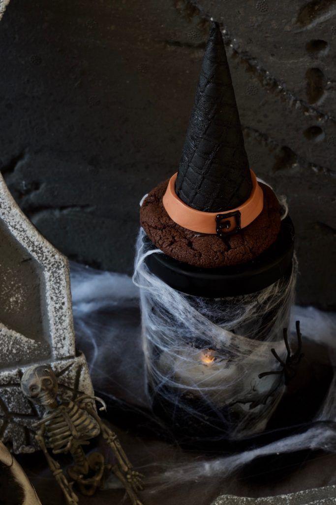 Cookie Hexenhut für Halloween gefüllt mit Smarties nach einem Rezept von Sweets & Lifestyle®