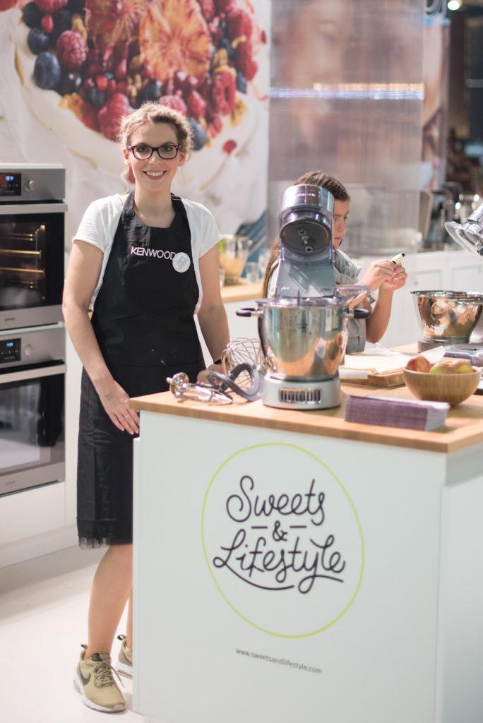 Foodbloggerin Verena Pelikan von Sweets & Lifestyle® backt am KENWOOD Stand auf der Kuchenmesse Wien