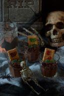 Gruseliger Schokopudding als Halloween Dessert im Glas von Sweets & Lifestyle®