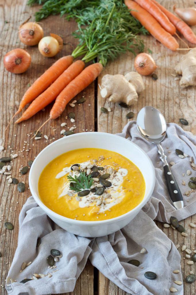 Schnelle Karotten Ingwer Suppe mit Kokosmilch nach einem Rezept von Sweets & Lifestyle®