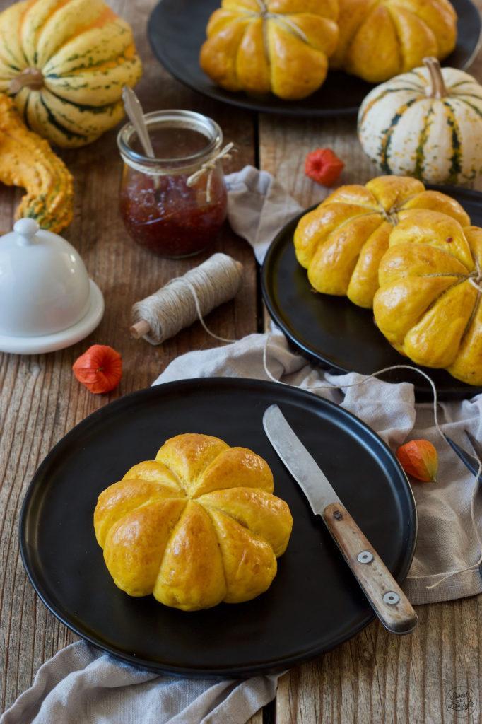 Leckere Kürbisbrötchen mit frischer Hefe nach einem Rezept von Sweets & Lifestyle®