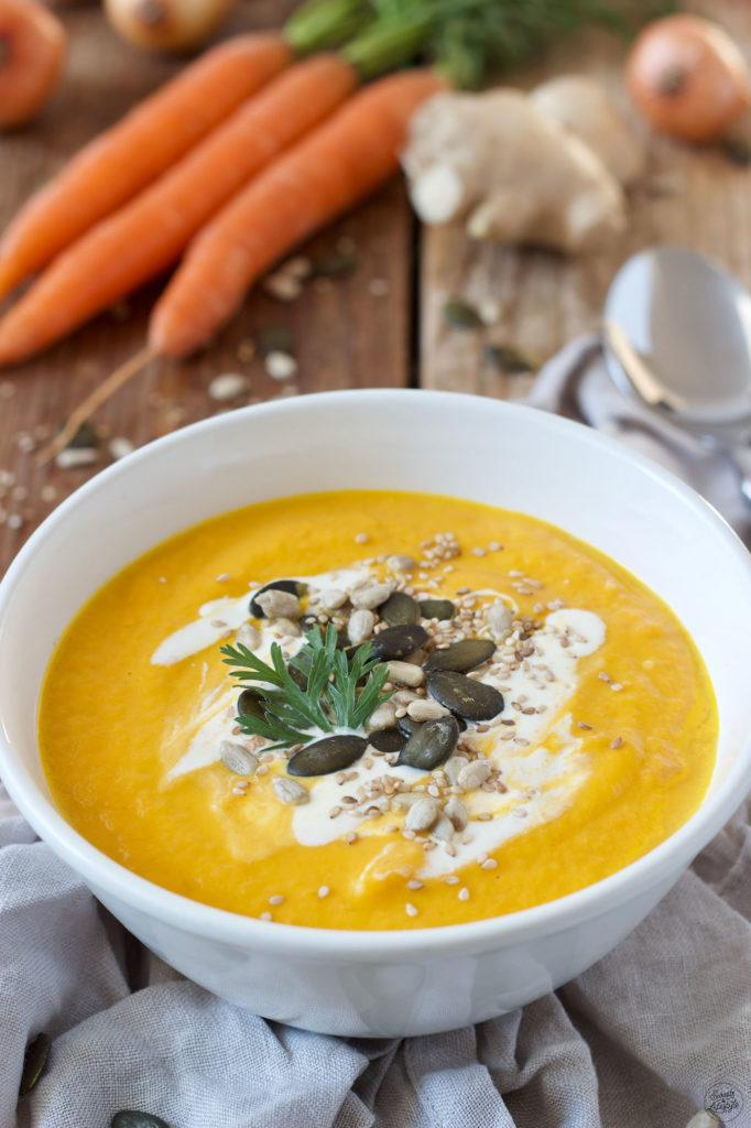 Leckere Karotten Ingwer Kokos Suppe nach einem einfachen Rezept von Karotten Ingwer Kokos Suppe Rezept
