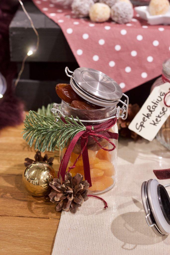 Selbst gemachtes Weihnachtsgeschenk aus der Küche hübsch verpackt mit Produkten von DEPOT von Sweets & Lifestyle®