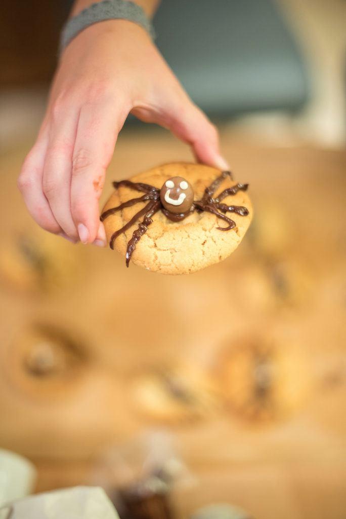 Spinnen Cookies beim Halloween Back-Workshop für Kinder von Sweets & Lifestyle®