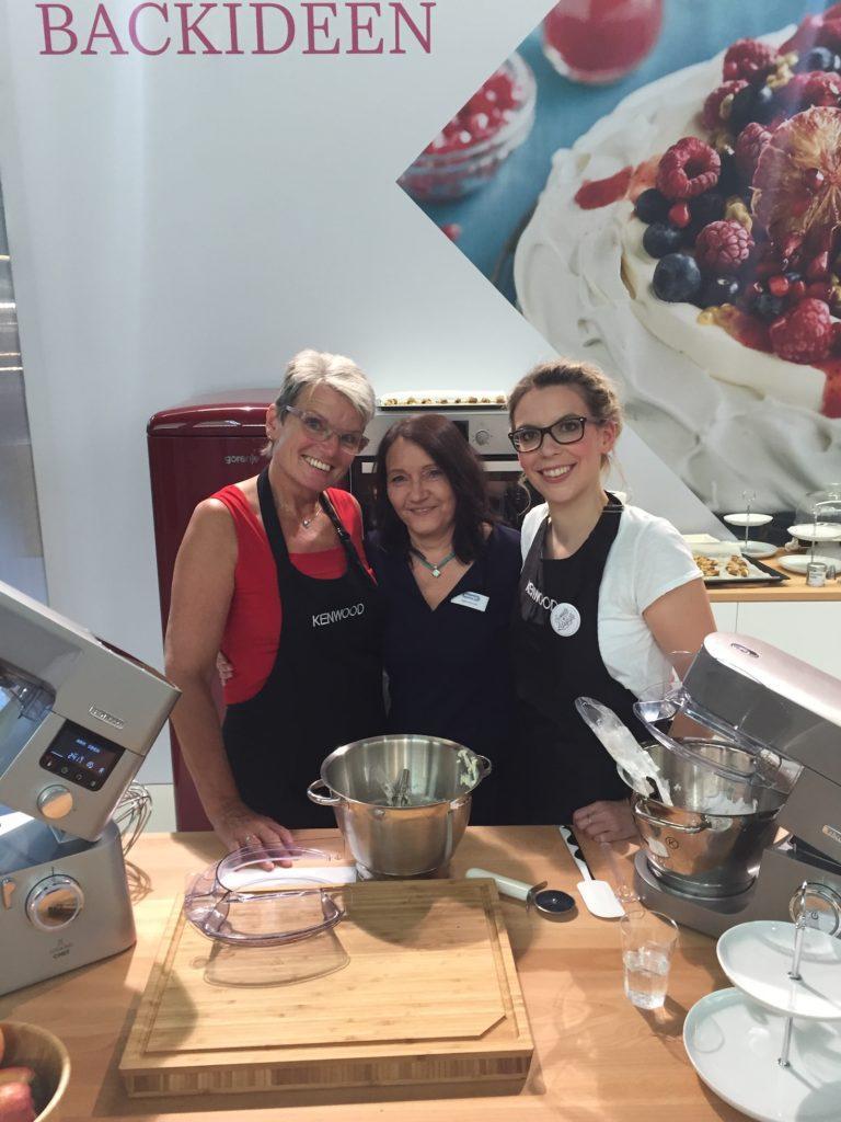 Verena Pelikan von Sweets & Lifestyle® mit den Damen von KENWOOD und Delonghi auf der Kuchenmesse Wien