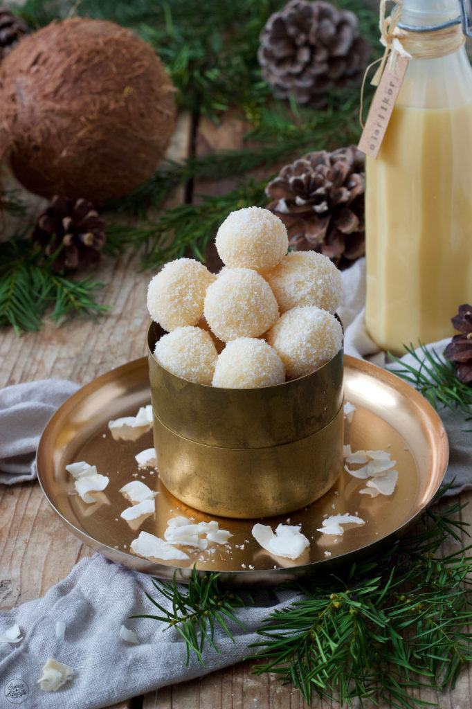 Selbst gemachte Eierlikörkugeln als Weihnachtsbäckerei nach einem Rezept von Sweets & Lifestyle®