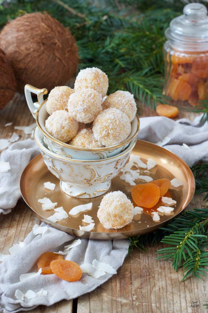 Fruchtiges Kokos-Marillen-Konfekt nach einem Rezept von Sweets & Lifestyle®