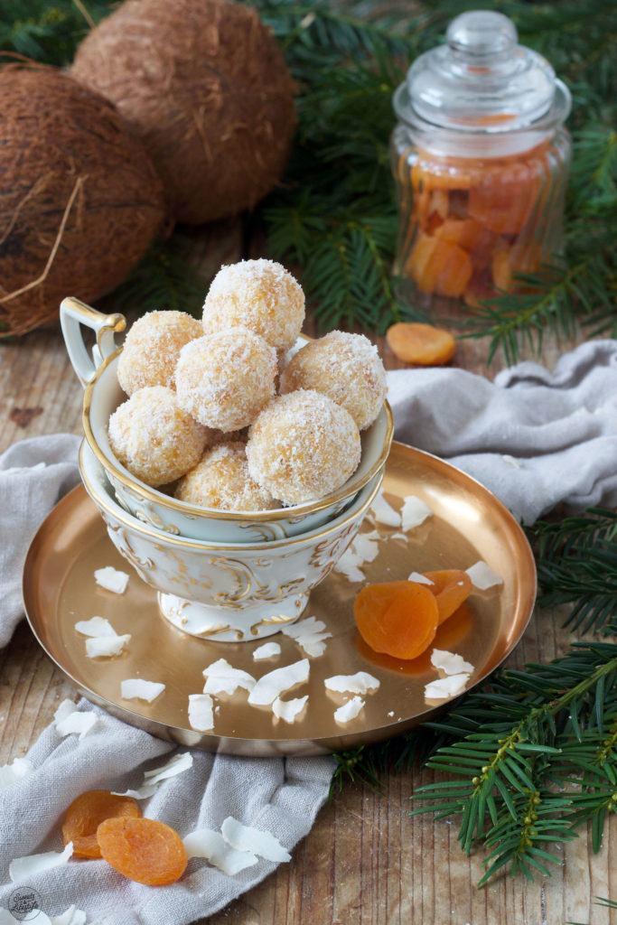 Marillen-Kokos-Konfekt als Ergänzung zu den Weihnachtskeksen nach einem Rezept von Sweets & Lifestyle®
