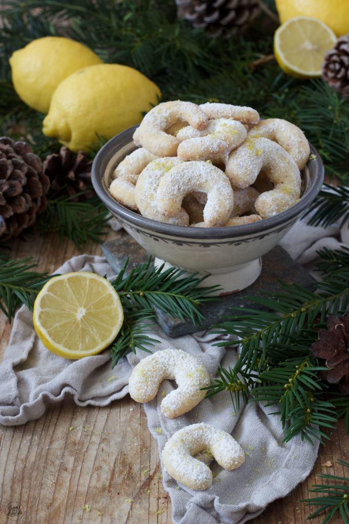 Vanillekipferl mit Zitronenabrieb verfeinert von Sweets & Lifestyle®