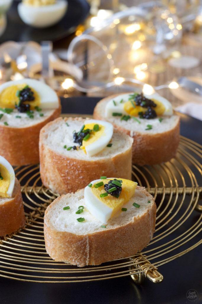 Mit Frischkäse gefülltes Baguette mit Kaviar nach einem Rezept von Sweets & Lifestyle®