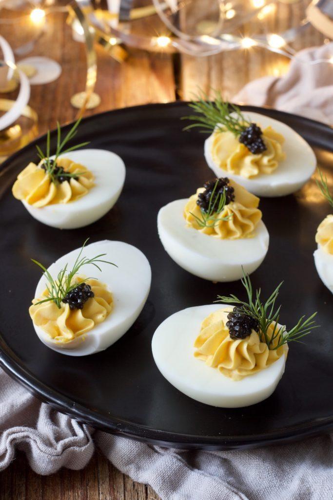 Russische Eier ohne Mayo mit Kaviar serviert von Sweets & Lifestyle®