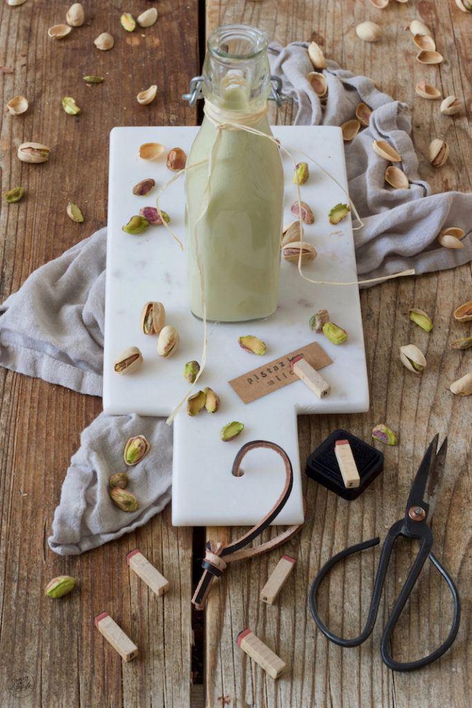 Selbst gemachte Pistazienmilch nach einem Rezept von Sweets & Lifestyle®