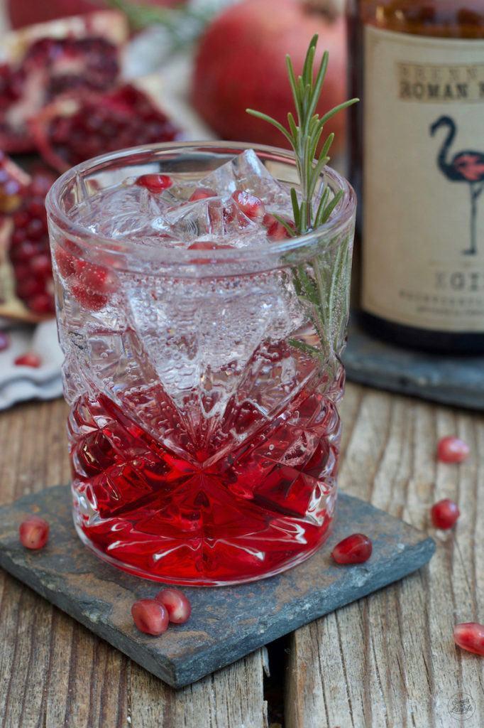 Granatapfel Gin Tonic mit Weinviertel Gin der Brennerei Kraus nach einem Rezept von Sweets & Lifestyle®