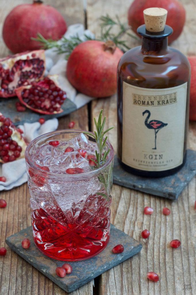 Granatapfel Gin Tonic mit Weinviertel Gin zubereitet von Sweets & Lifestyle®