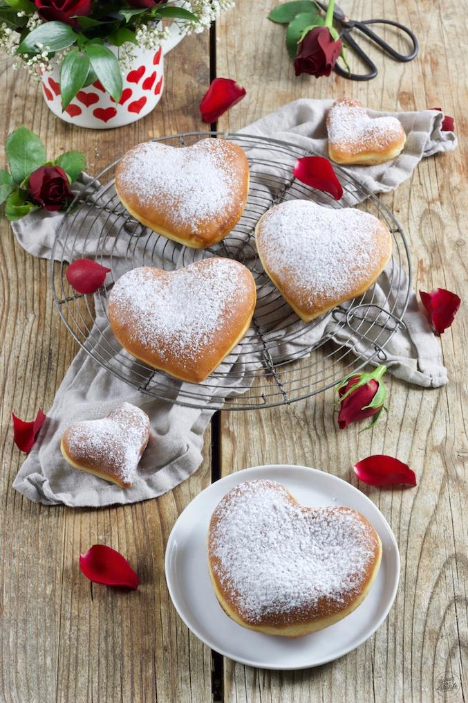 Leckere Herzkrapfen zum Valentinstag nach einem Rezept von Sweets & Lifestyle®