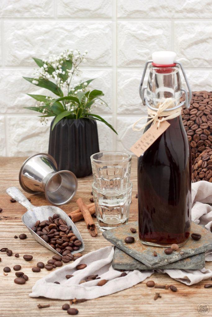 Kaffeelikör mit Weinbrand nach einem Rezept von Sweets & Lifestyle®