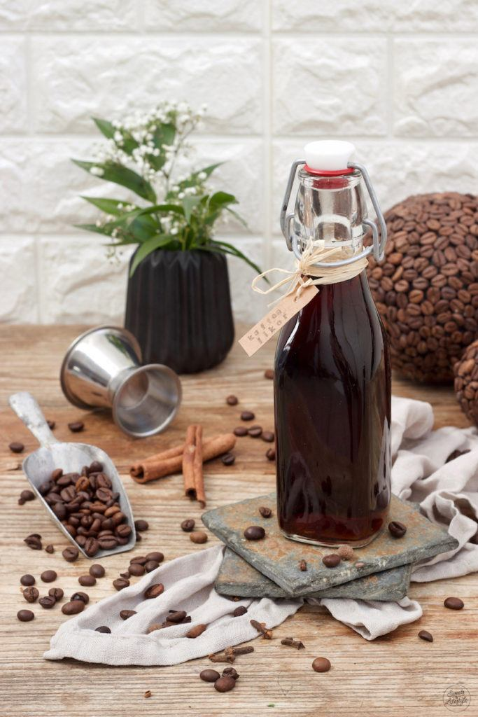 Kaffeelikör schnell und einfach selbst gemacht nach einem Rezept von Sweets & Lifestyle®