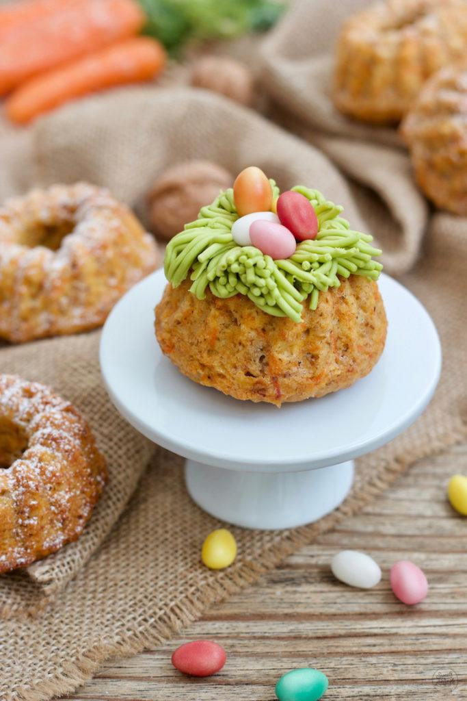Saftiger Karotten-Mini-Gugelhupf als essbares Osternest nach einem Rezept von Sweets & Lifestyle®