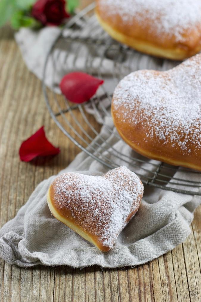 Krapfen in Herzform zum Muttertag nach einem Rezept von Sweets & Lifestyle®