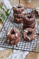 Leckeres Schoko-Donuts Rezept mit Schokoglasur von Sweets & Lifestyle®