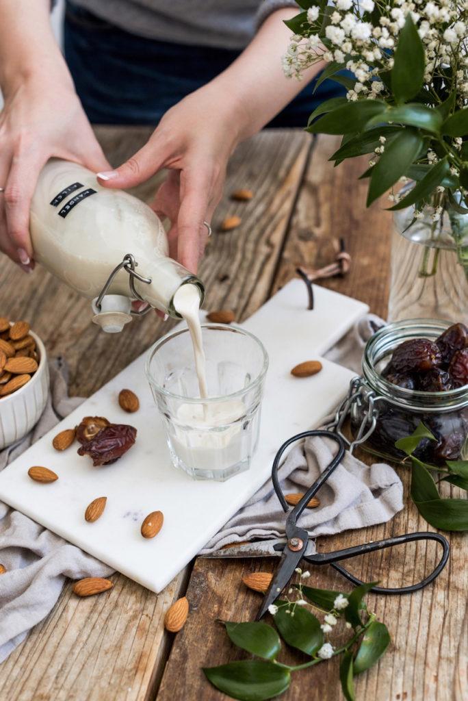 Selbst gemachte Mandelmilch ohne Zucker von Sweets & Lifestyle®