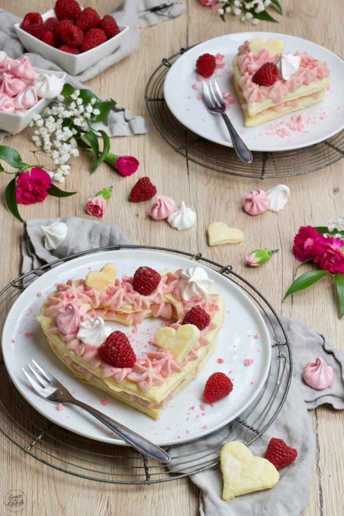 Leckere Mille Feuille (Letter Cake) in Herzform für den Muttertag nach einem Rezept von Sweets & Lifestyle®