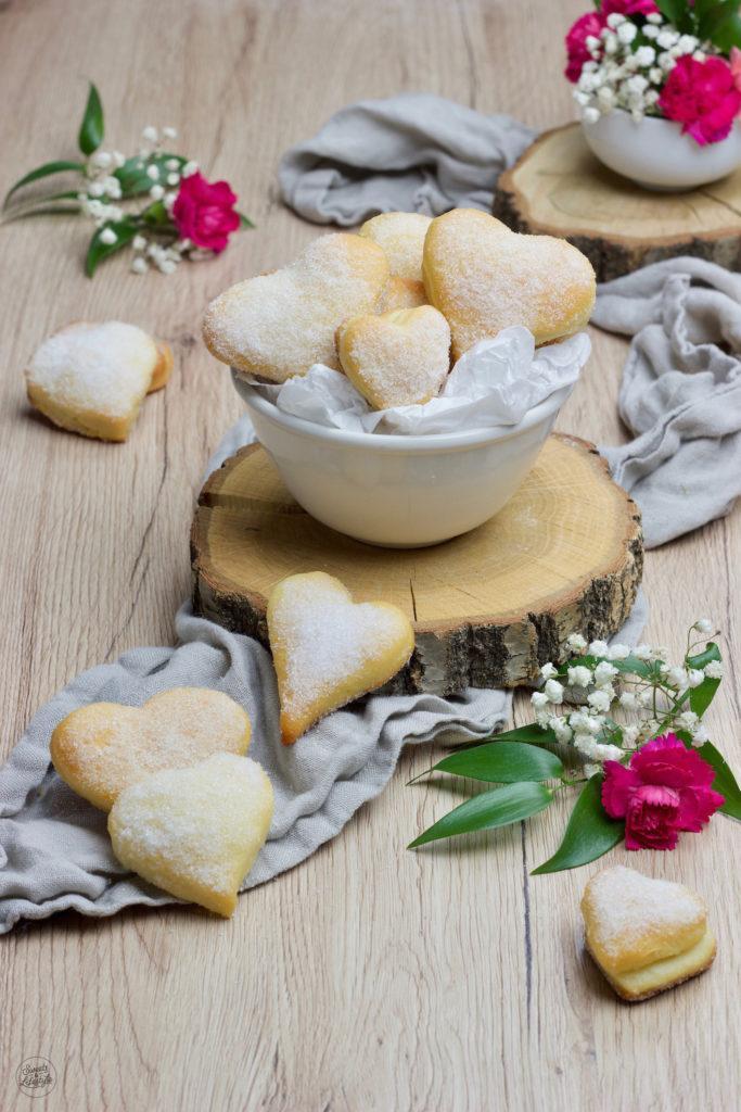 Mit Marmelade gefüllte Herzen aus Topfen-Öl-Teig nach einem einfachen Rezept von Sweets & Lifestyle®