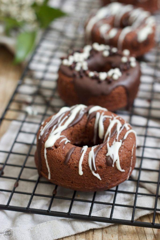 Leckere Schoko-Donuts mit Schokoglasur nach einem Rezept von Sweets & Lifestyle®