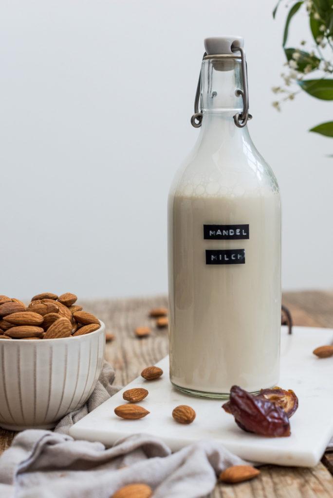 Selbst gemachte Mandelmilch nach einem Rezept von Sweets & Lifestyle®