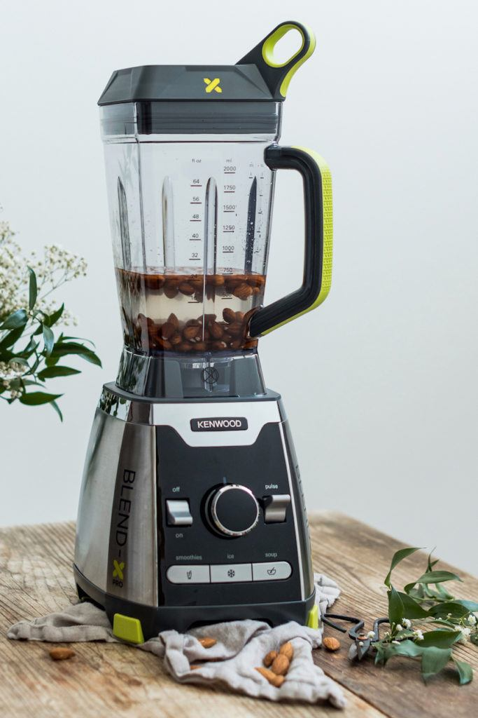 Selbst gemachte Mandelmilch von Verena von Sweets & Lifestyle® im Kenwood Blend-X Pro Elite Standmixer