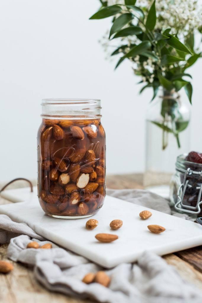 eingeweichte Mandeln von Sweets & Lifestyle® für die selbst gemachte Mandelmilch