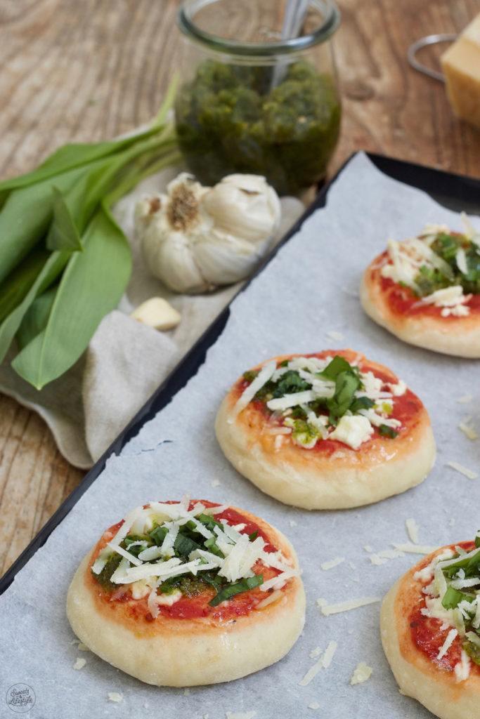 Leckeres Bärlauchpizza Rezept mit Bärlauchpesto von Sweets & Lifestyle®