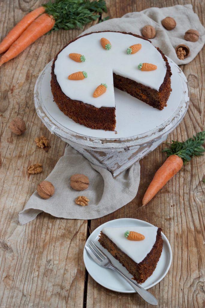 Einfacher, saftiger Karottenkuchen mit Nüssen nach einem Rezept von Sweets & Lifestyle®
